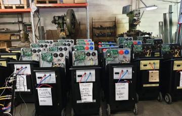 Финальное тестирование и упаковка Установок для обслуживания кондиционеров SPIN перед отправкой в Россию