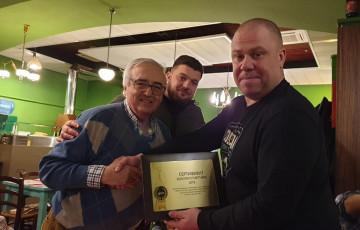 Владелец компании SPIN Marco Focci вручает Сертификат Золотого Партнера